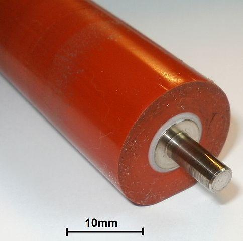 ภาพ ลูกกลิ้งซิลิโคน ที่อยู่ในเครื่อง laser printer หรือเครื่องทำนามบัตรฟอยล์ ซึ่งซิลิโคนพวกนี้จะเป็นซิลิโคนRTV