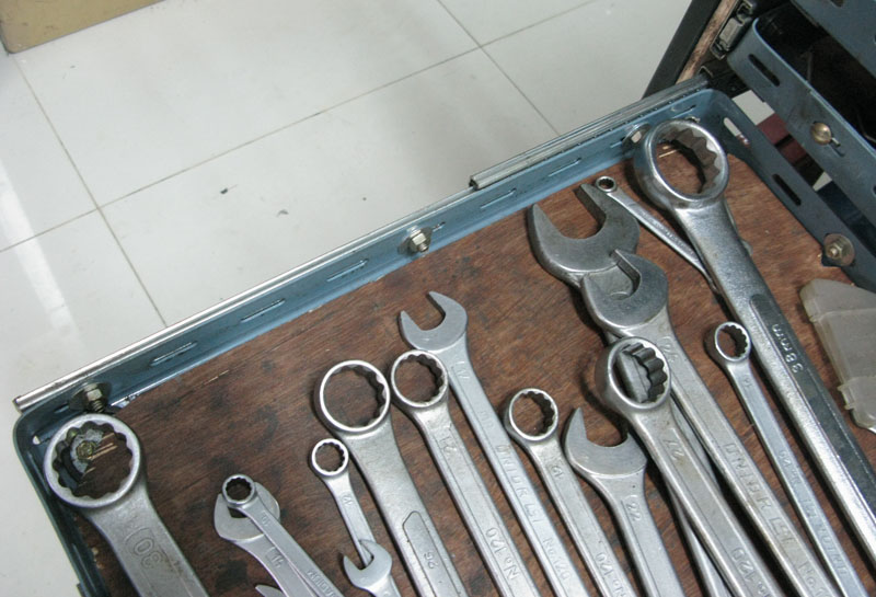 กล่องเครื่องมือแบบลิ้นชักทำเอง หรือตู้เครื่องมือลิ้นชักทำเอง โครงสร้างชั้นลิ้นชักเก็บเครื่องมือทำจากเหล็กฉากรู Roll cab tool box from Slotted angles -structure1