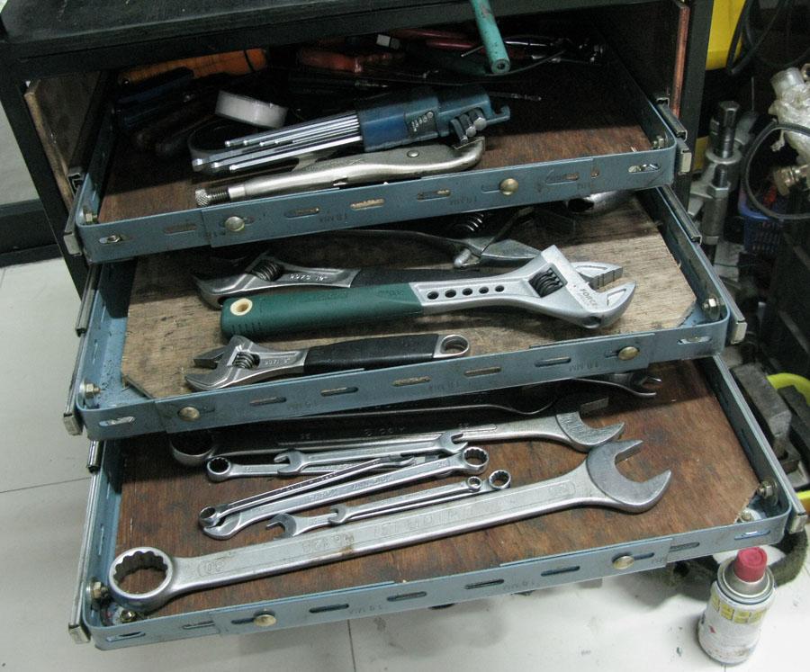 กล่องเครื่องมือแบบลิ้นชักทำเอง หรือตู้เครื่องมือลิ้นชักทำเอง Roll cab tool box from Slotted angles2